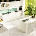 rodrix-küchenstudio-showroom-küche-dan-weiß-block-insel-matt-glas