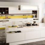 rodrix-küchenstudio-showroom-küche-dan-weiß-block-holz-gelb-panele