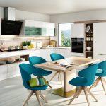 dan-küchen-rodrix-küchenstudio-showroom-küche-dan-weiß-L-form-glänzend-anbau-holz-blau
