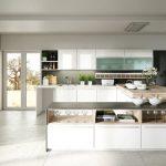 rodrix-küchenstudio-showroom-küche-dan-weiß-U-form-glänzend-glas-kombi