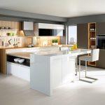 rodrix-küchenstudio-showroom-küche-dan-naturholz-weiß-kombi-U-form-glänzend-offen