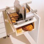 rodrix-küchenstudio-showroom-küche-dan-lade-weiß-brotschneidemaschine