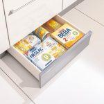 rodrix-küchenstudio-showroom-küche-dan-lade-weiß-lebensmittel