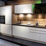 rodrix-küchenstudio-showroom-küche-holz-weiß-lack-block
