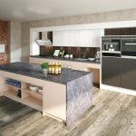 rodrix-küchen-showroom-kücheninsel-dekor-hell