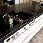 rodrix-küchen-showroom-arbeitsplatte-black-dekor